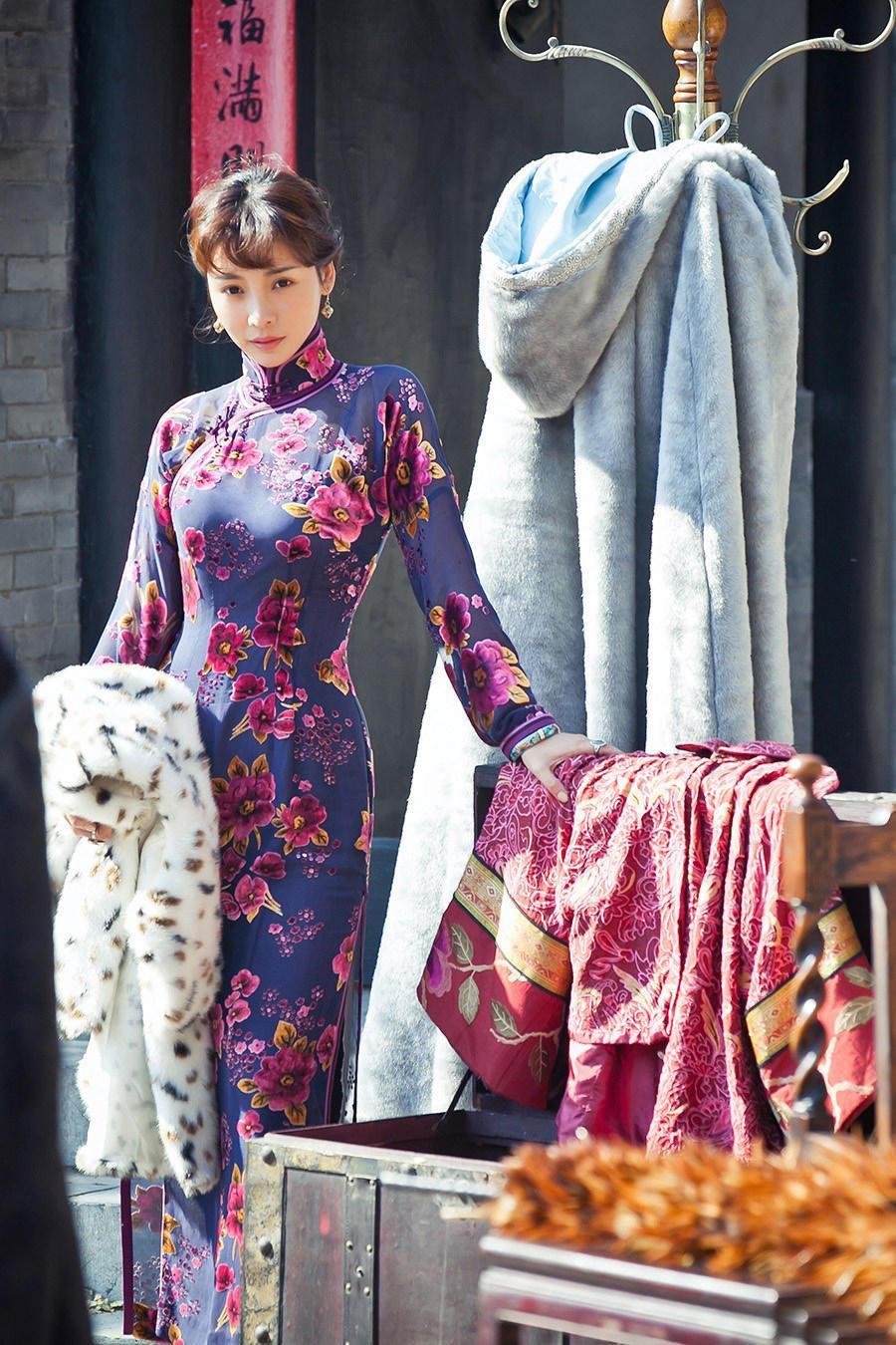 柳岩把中国旗袍穿出了新高度,堪称最美旗袍秀