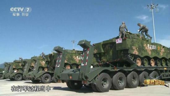吉林快3投注我军数百辆军车载上万吨物资赴西藏_车队绵延10公里