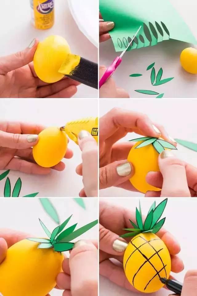 用绿色彩纸上剪出菠萝的叶子. 3.