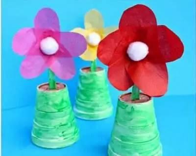 更有想象力的孩子们,还可以将纸杯剪剪贴贴,成为花盆花篮.图片