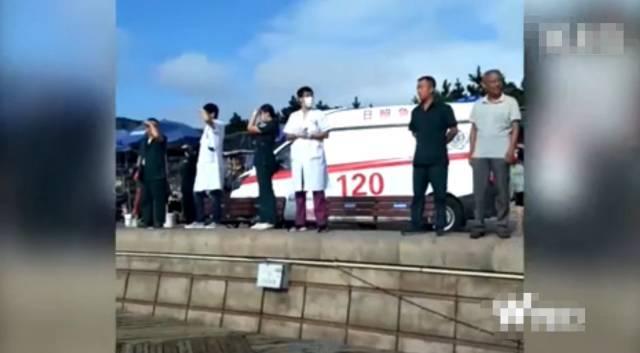 有视频!游客登礁拍照被卷入大海,2人丧命,景区称曾劝阻不听