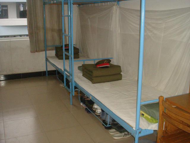 为什么解放军的宿舍床单是白色的呢图片