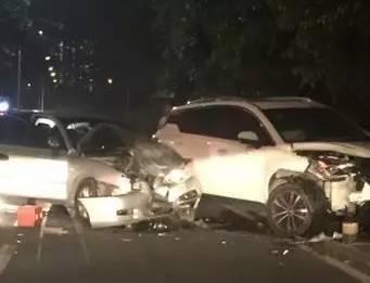 昨晚塘厦花园街二小车相撞.粤s这场惨烈车祸惊醒所有人!