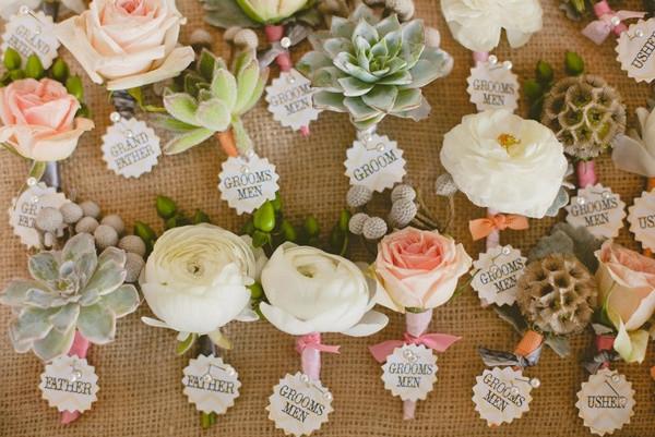 """1、手捧花   婚礼上多肉最常见的运用就是手捧花,莲类是很好的捧花""""花材"""",一朵朵绽放的各式莲,有着饱满的生命姿态."""