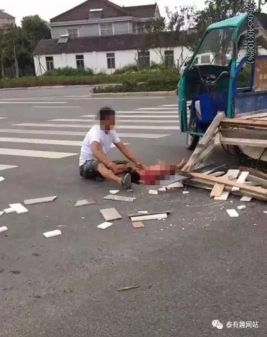 惨烈| 泰州328国道发生车祸!电三轮与货柜车相撞,3岁女童当场身亡!图片