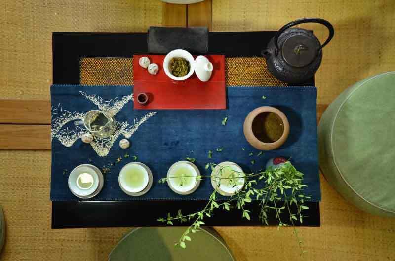 社会 正文  精致的茶具和泡茶步骤,醒茶,洗茶,泡茶,扑鼻的茶香味,水