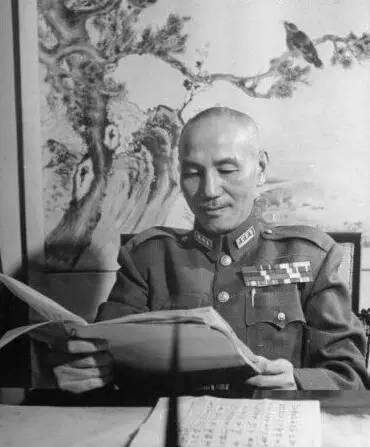 1946年外蒙古 蒋介石亲率60万国军揍扁80万苏军