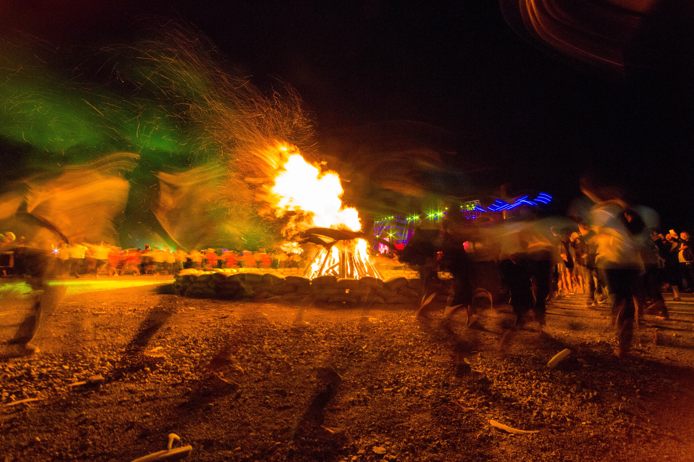 彝族的火把节_晴隆·彝族火把节,古老祭祀万人空巷