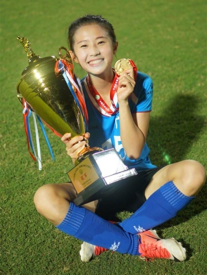 讽刺!中国女足国外比赛进61球夺冠18岁足球女神却无奈退役