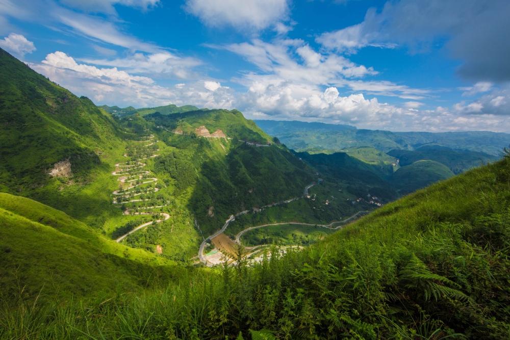 中国最惊险公路,除怒江72拐也就晴隆24拐了