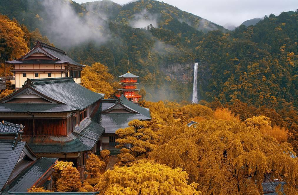 这里参拜大神是熊野夫须美大神的道场,也被认为是佛教千手观音的化身