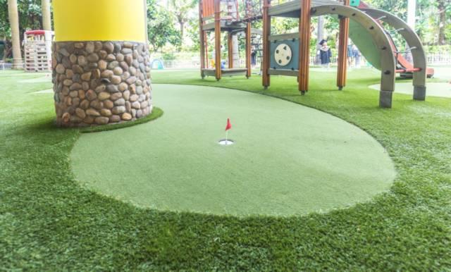 拥有19年设计施工经验的一岭为明泉幼儿园量身打造的室外迷你高尔夫图片