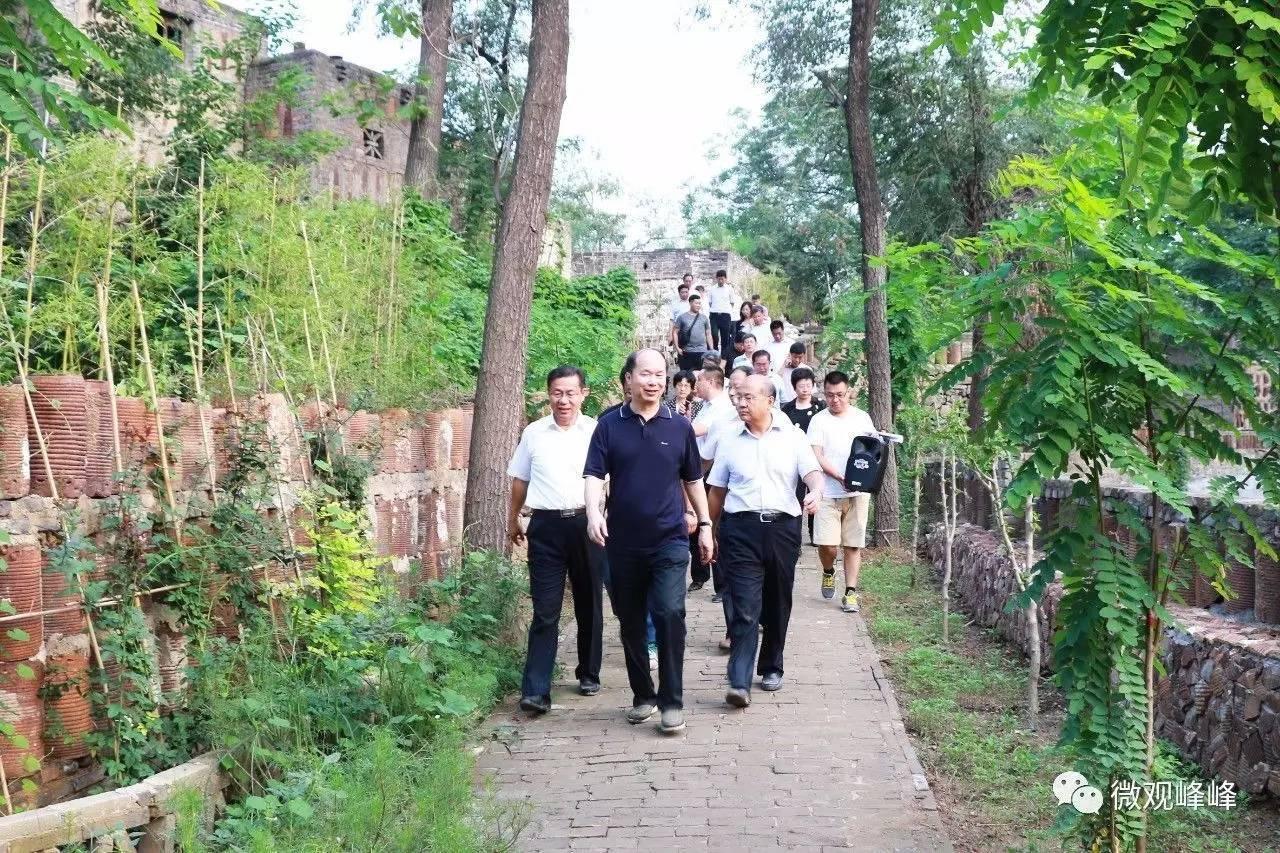 旅游 正文  代表團一行來到剛剛獲評邯鄲市十大美麗鄉村的張家樓藝術