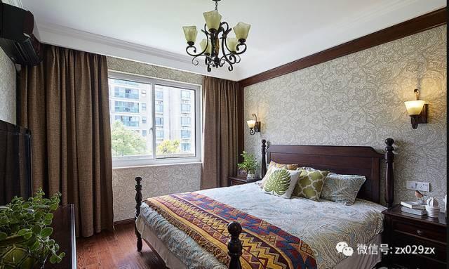 客厅四周局部灯带吊顶,靠近阳台窗帘制作隐藏窗帘盒