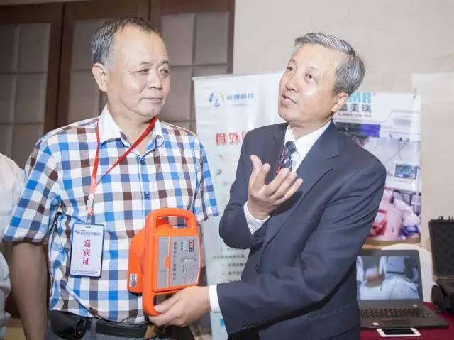 中国发明腹部提压心肺复苏术 vs 美国心肺复苏术(CPR)