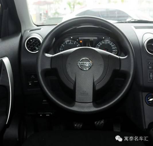汽车 正文  坐进车内,逍客的内饰带有明显的日产家族风格,中控台和