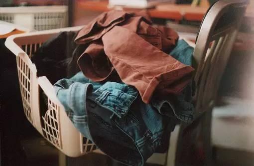 他嫌弃老婆,在情人家过夜,打开情人衣柜瞬间…