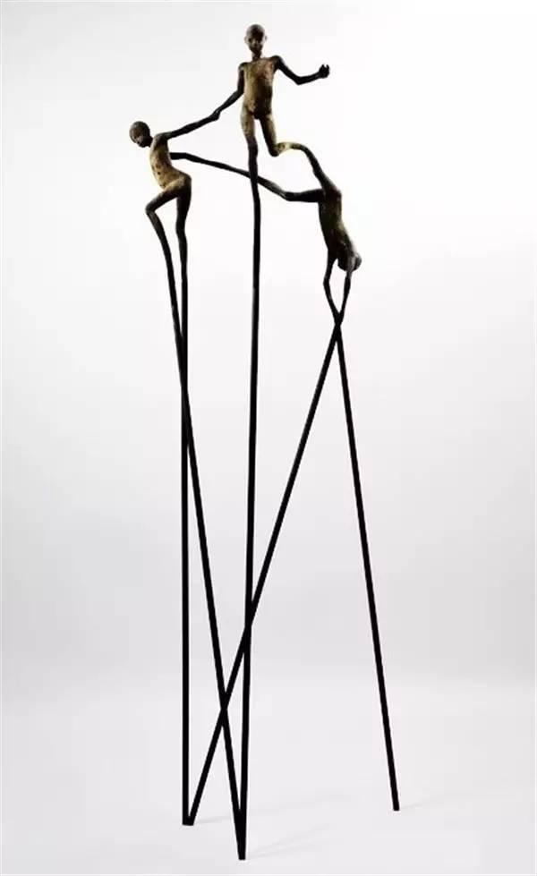 踩高跷现代青铜人物雕塑