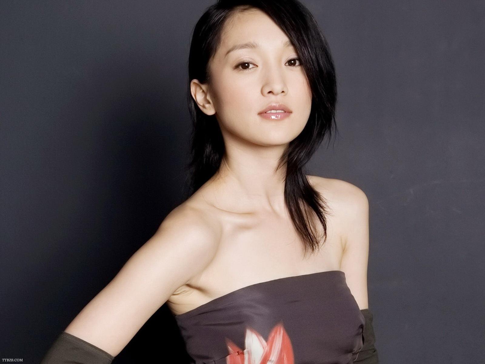 林志玲贾静雯都是74出生,同龄女明星,还有徐静蕾和她