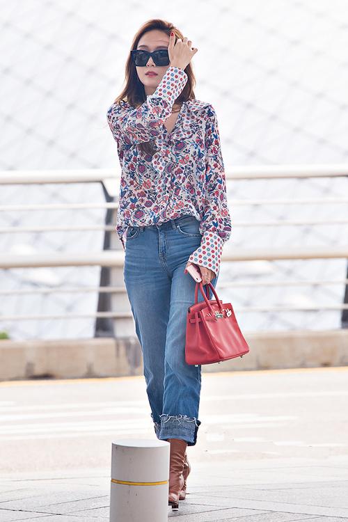 少女时代郑秀妍穿手拎爱马仕铂金包确实很妩媚 漂亮动人 16