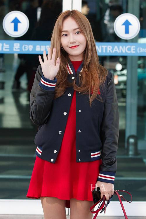 少女时代郑秀妍穿手拎爱马仕铂金包确实很妩媚 漂亮动人 8