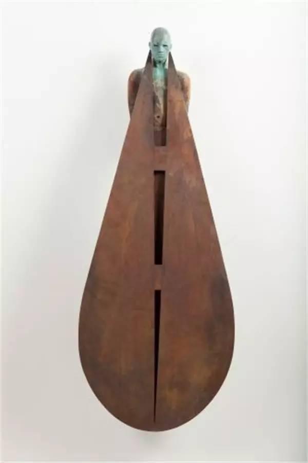 圆形水滴现代青铜人物雕塑