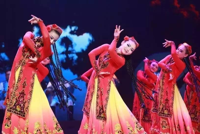 《白蹄马》,器乐类节目《伊犁河畔》,吉他独奏《吉尔拉》共六个节目图片