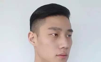 追答:  适用对象不同.发泥特别适用于超短发,多层次发型.