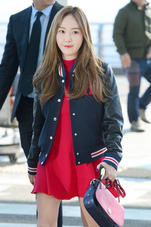少女时代郑秀妍穿手拎爱马仕铂金包确实很妩媚 漂亮动人 21