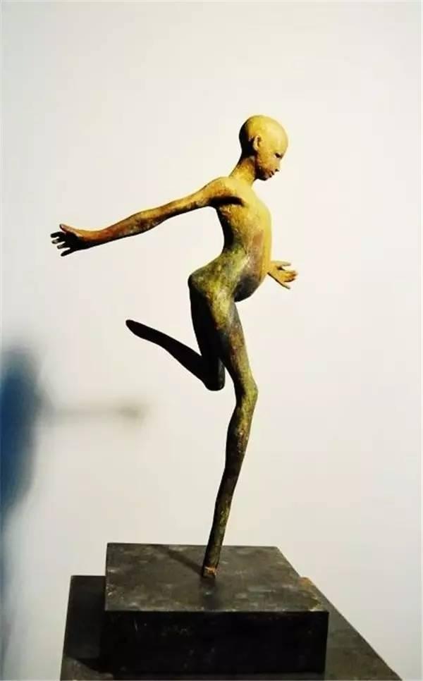 奔跑的现代青铜人物雕塑