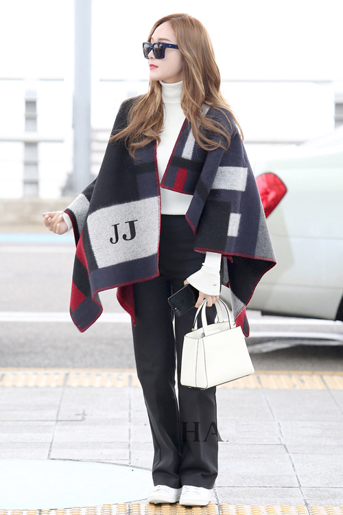 少女时代郑秀妍穿手拎爱马仕铂金包确实很妩媚 漂亮动人 20