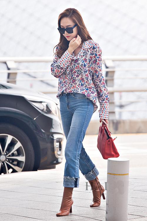 少女时代郑秀妍穿手拎爱马仕铂金包确实很妩媚 漂亮动人 22