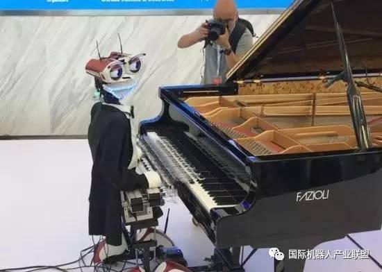 """53根手指的弹钢琴机器人""""无情""""但精确,本质是音乐播放器"""