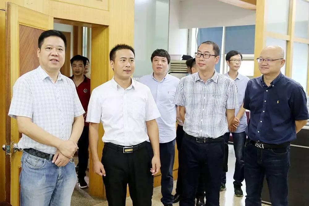 县委常委,宣传部长叶朝阳调研媒体融合,提出打造新型图片