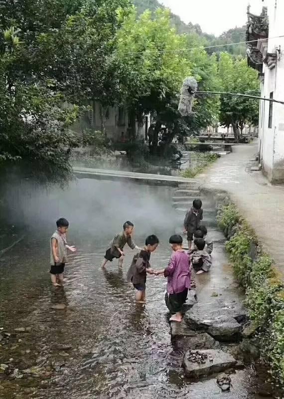 这几天,鬼子已攻入芹川古村,几个小孩竟然和他们干上了……