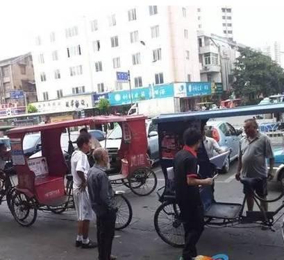 龙港财富广场2三轮车夫大打出手,一个进医院一个蹲班房!