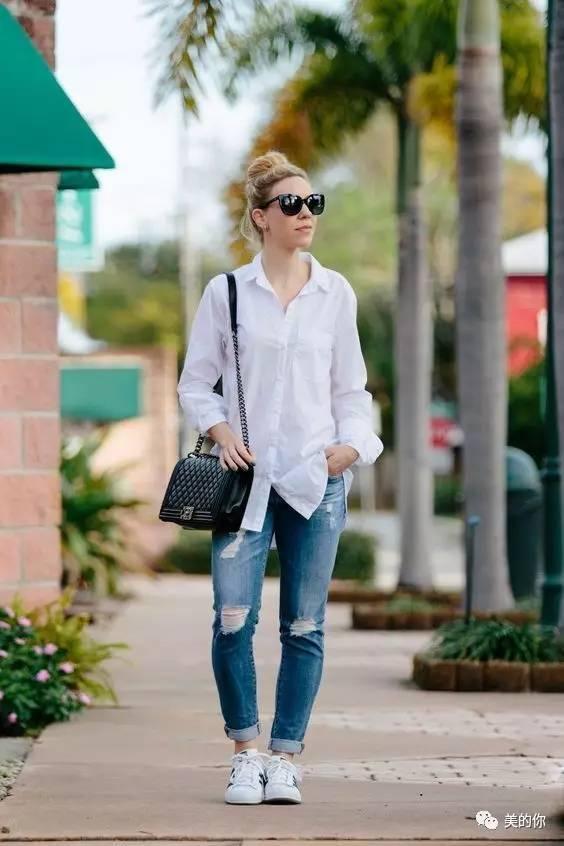 都能轻松营造出不同风格的时髦范儿 06 花式衬衫 牛仔裤 最后建议大家图片