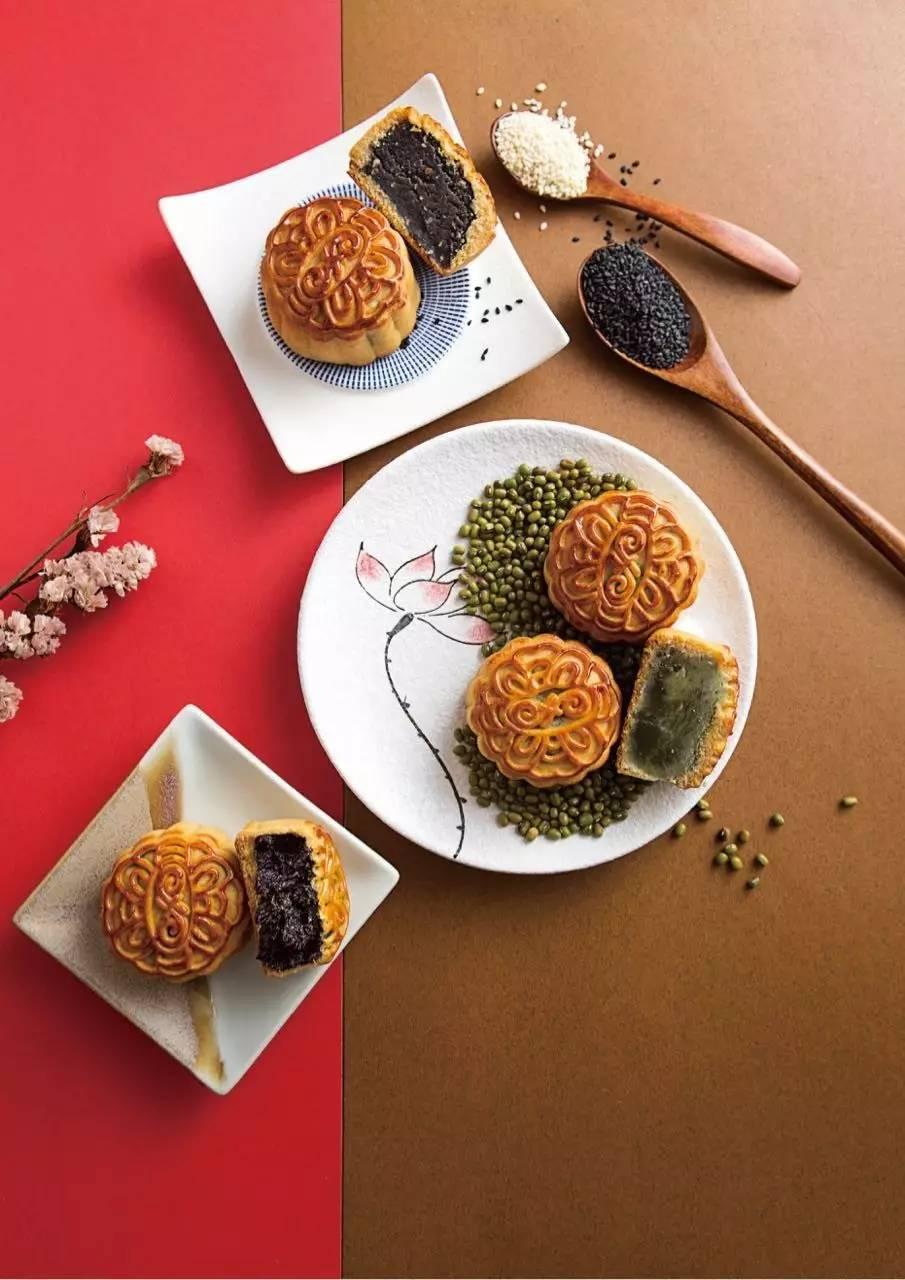 今年,富丽华在广式月饼中 新增了桑葚月饼, 10斤鲜果桑葚才能制作出1图片