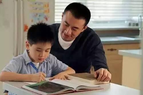 一陪孩子写作业,你就抓狂 因为你一直搞错了重点图片