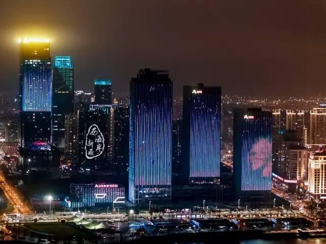 正文  青岛西海岸再次刷爆了朋友圈 高清大图来了 ▼ 绽放的霓虹灯 是