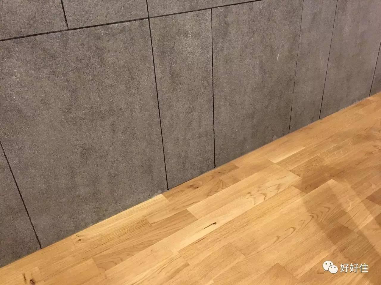 立面瓷砖与木地板交接处无踢脚线.