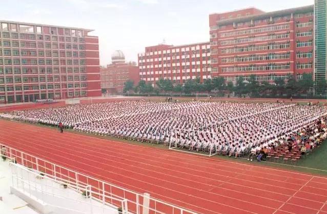 """中国高考界有三大传奇""""神校"""",其中一个还三点多就放学了?"""