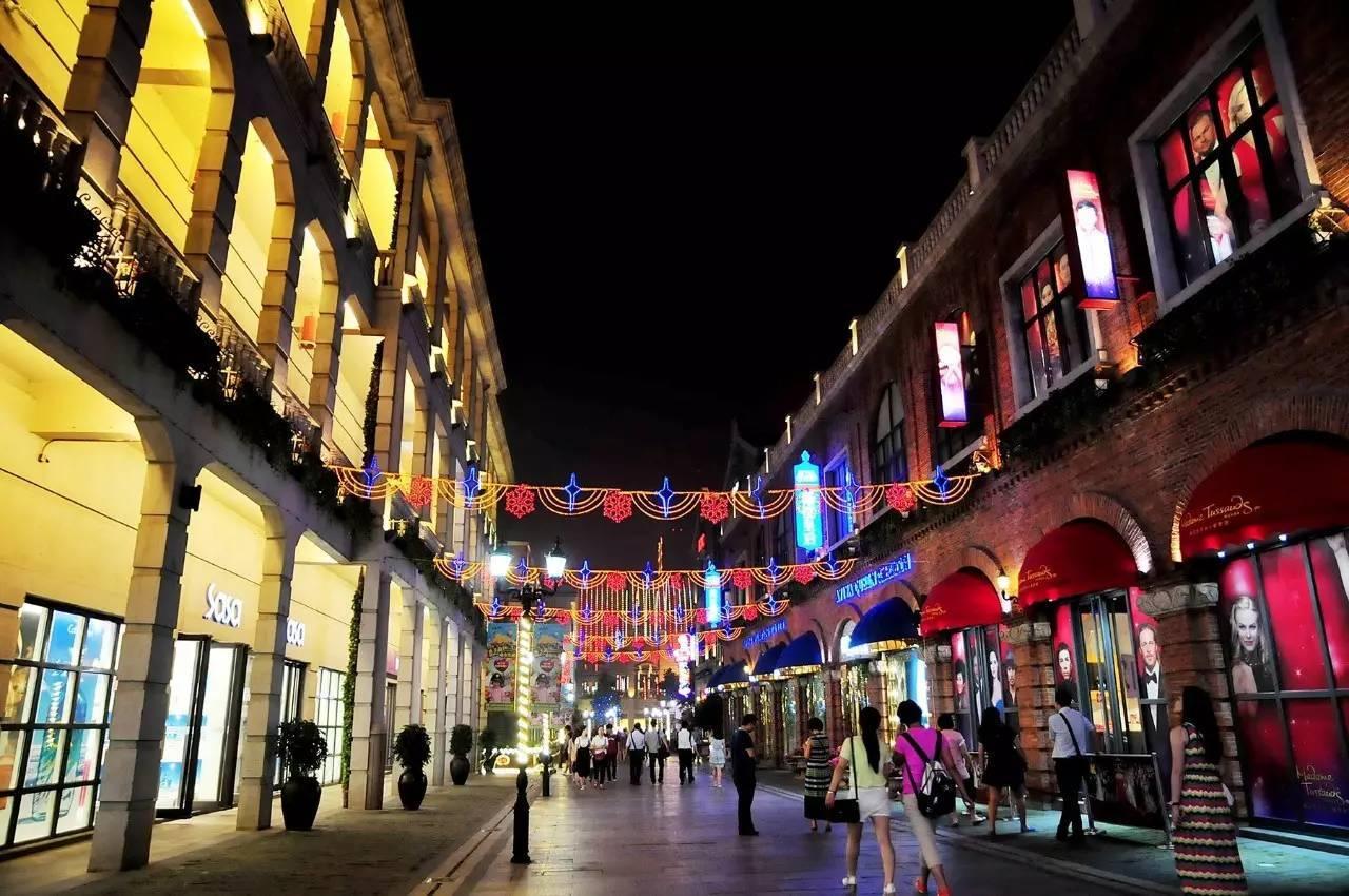 昙华林是武汉的一条老街,是近代建筑和西式建筑融合的一条街道, 这里图片