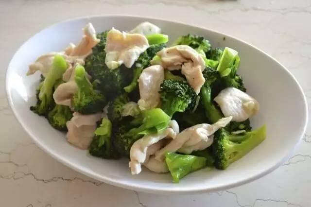 几道西兰花菜谱,这样做低油脂又好吃,还不用
