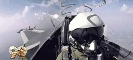 """飞机身后的""""烟雾""""是怎么回事?"""