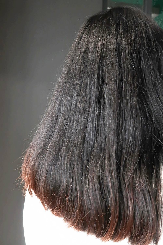 产生空洞 头发失去光泽, 变得脆弱易断 ▼ 比如我司这位头发干枯毛躁图片