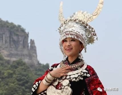 苗族知名歌手雷艳一首超好听的MV《最美的等候》惊艳出炉……