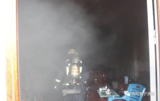 直击现场!一楼普宁房发生公司,2人被困,火灾标志设计v公司图片