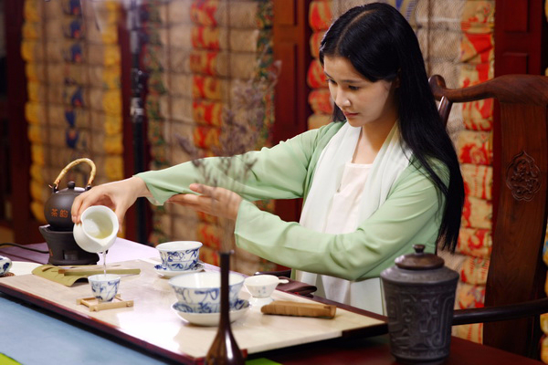 谁把茶叶推向灭亡 茶叶不欢迎年轻人,喝茶中年人在围剿年轻人