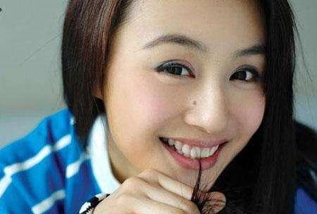 痣的明星_脸上有痣不影响颜值的10位女明星,她的这颗痣竟然是因为车祸才有的